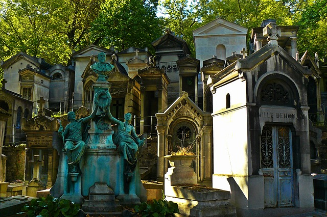 Tombs in Père Lachaise Cemetery